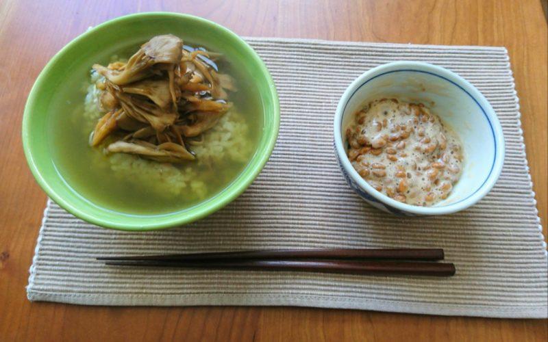 昼下がりの舞茸茶漬けと納豆
