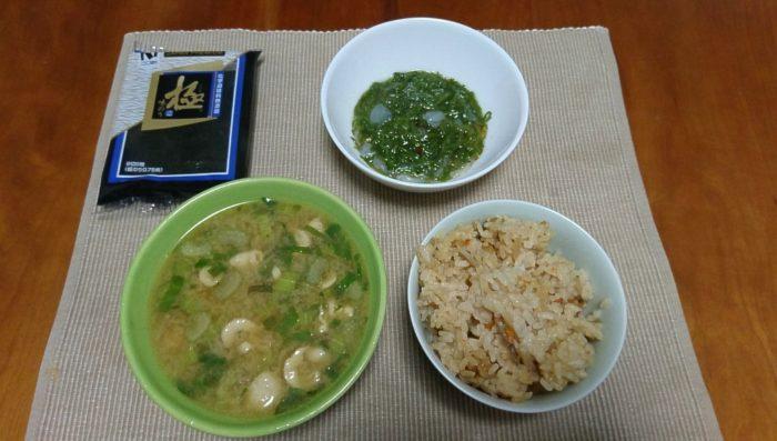 牡蠣ご飯と鶏肉とセロリの味噌汁