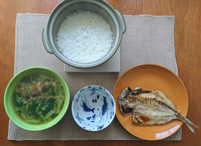 土鍋ご飯とアジの開きとお味噌汁