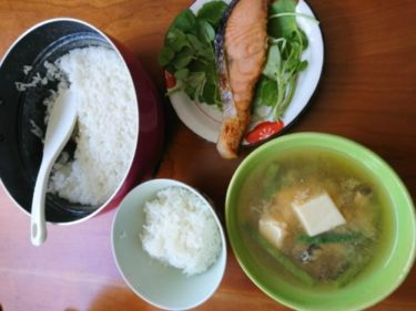 フライパンで炊いたご飯と塩引き鮭