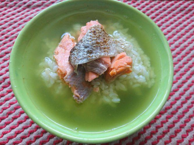 鮭茶漬けは皮が美味しい