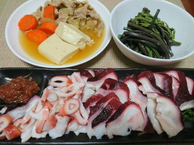 タコにワラビ!その後はタコスシーズニングで炒めたひき肉をサンチュで巻くタコサンチュ