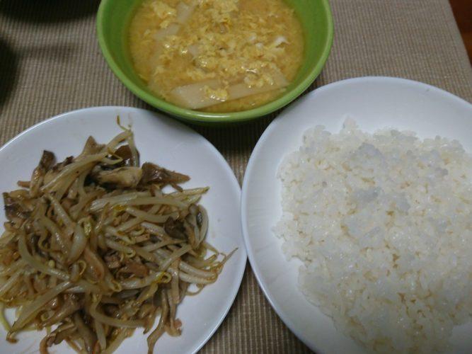 タケノコの味噌汁と舞茸もやしのハム炒め、手巻き寿司で満腹