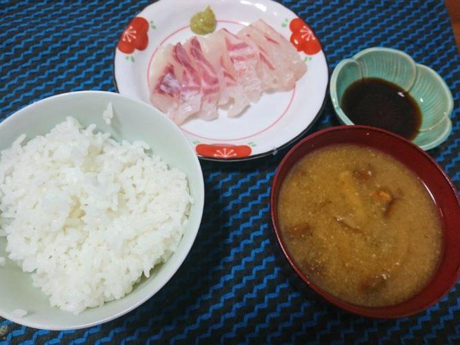 鯛の刺身の一汁一菜でしめるおうち居酒屋