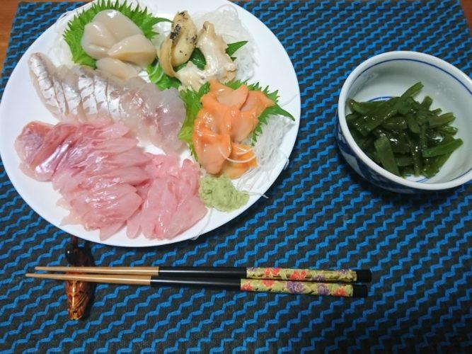 東北産の刺身の盛り合わせと三つ葉で美味しい鴨鍋