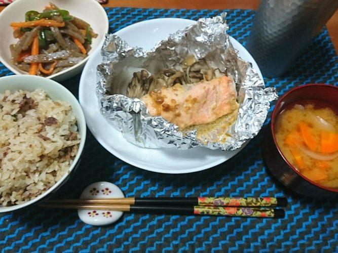 鮭の包み焼きとプルコギ肉炊き込みご飯