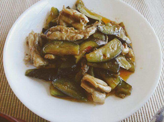 鶏せせり肉と茄子のピリ辛炒め