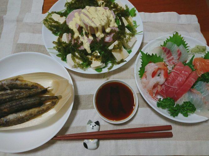 海ブドウと明宝ハムのサラダとメヒカリ唐揚げ、刺身盛り合わせ