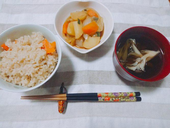タコのおつまみと根菜の煮物。