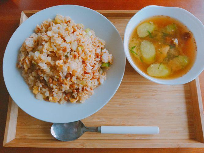 納豆チャーハンとホヤの味噌汁