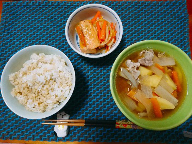 豚汁と鮭の南蛮漬けで一汁一菜