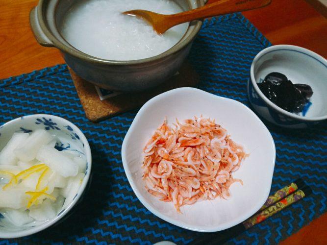 昼のみの後は、お腹をいたわる土鍋で炊いたおかゆ