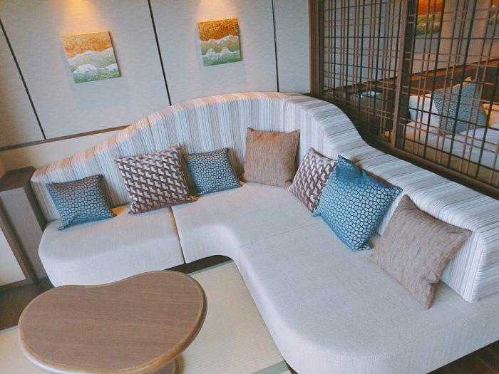 部屋のソファ