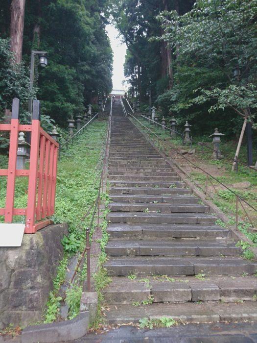 鹽竈神社の長い階段