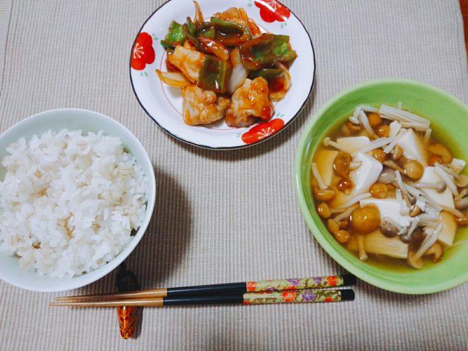キノコ汁と鶏肉のケチャップ炒め