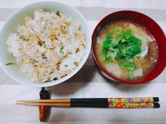 アサムラサキの甜辣中華だれで食べるサバご飯がうまい