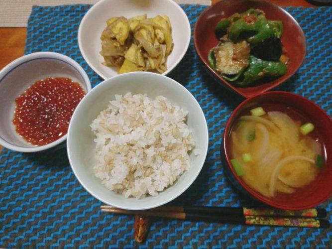 ピーマンと茄子の味噌炒め、サツマイモとゴボウの胡麻炒めで健康晩ごはん