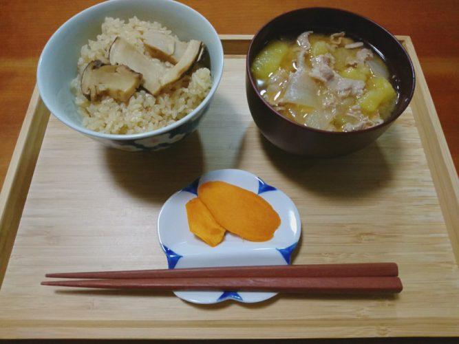 松茸ご飯と芋煮風の豚汁