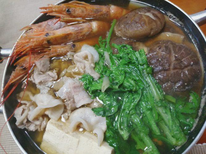 肉厚椎茸が美味しい鍋で海老入りごちそう鍋