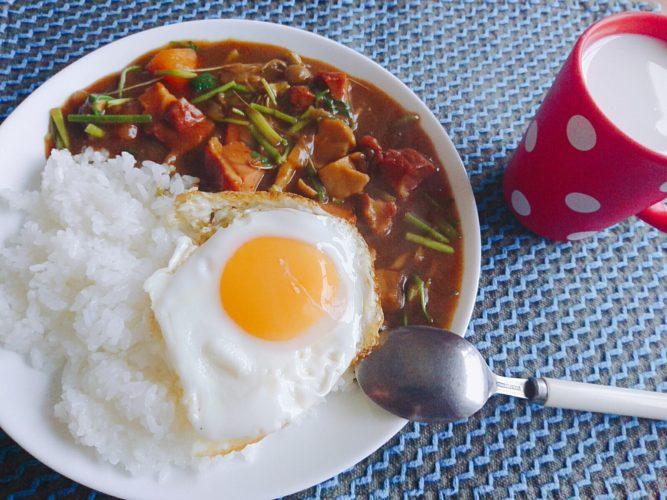 鴨スモークと芹のカレー!夜は納豆汁とサバの味噌煮で健康に。