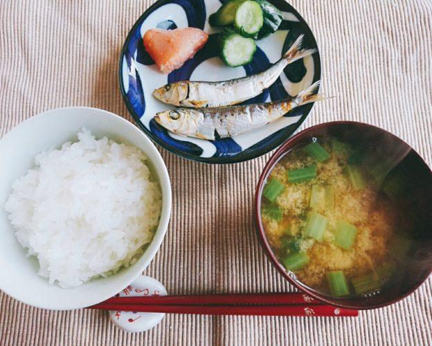 めざしで一汁一菜、夜は日本酒入りしっとりチャーハン