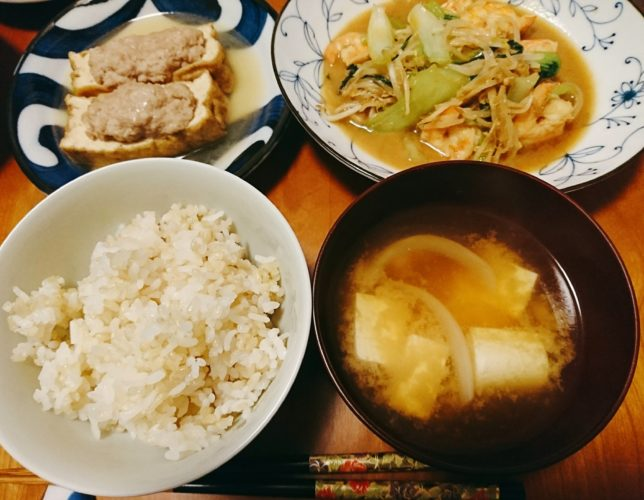 厚揚げの肉詰め煮と海老の炒め物