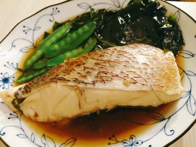 鯛と絹さやとワカメの煮物