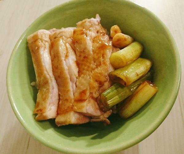 フライパンで弱火で焼いた鶏もも肉で作る焼き鳥丼