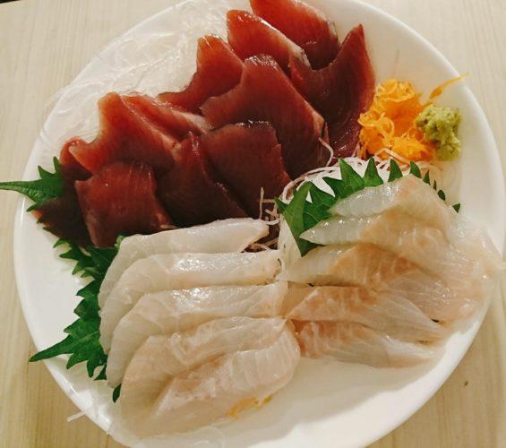 カツオの刺身はにんにくマヨ醤油、ホヤきゅうりはポン酢と柚子胡椒