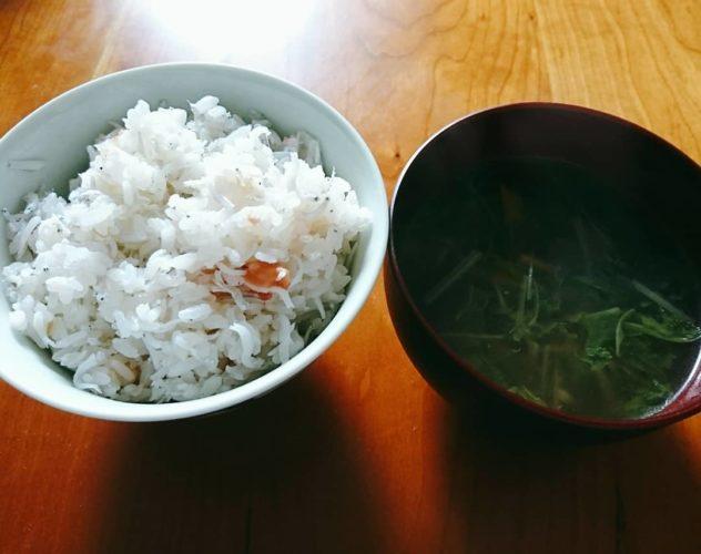梅としらすの土鍋ご飯