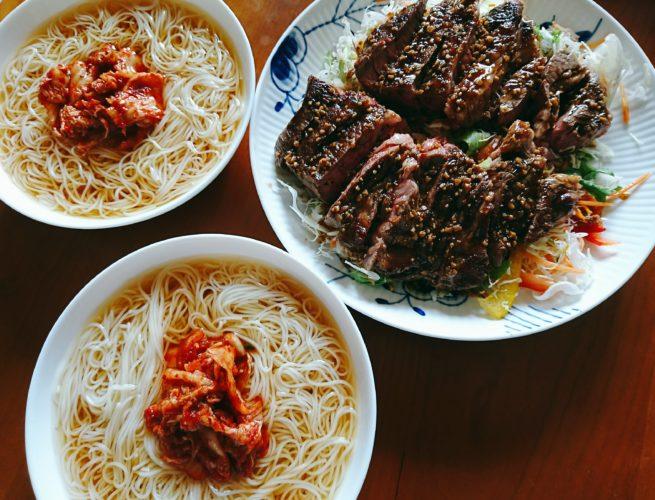 ステーキと冷麺風の素麺