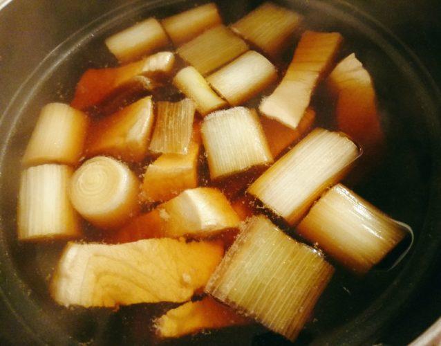 生カジキで作ったねぎま鍋、ピーマンとえのきの塩昆布炒め