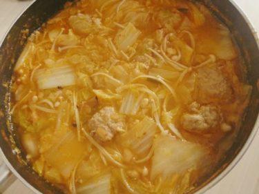 豚肉だんごのキムチ納豆鍋