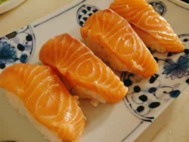 酢飯があれば簡単!おうちで握り寿司しながら晩酌