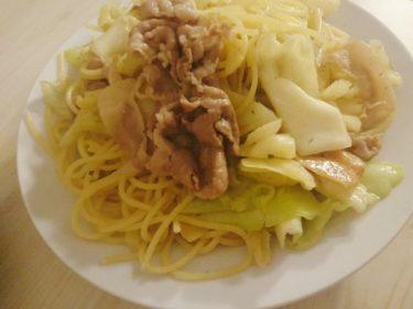 豚肉とキャベツのペペロンチーノと小松菜とツナのハーブ炒め
