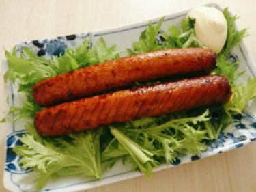 魚肉ソーセージの醤油焼きとカリカリ油揚げとニラ、カレー焼きそば