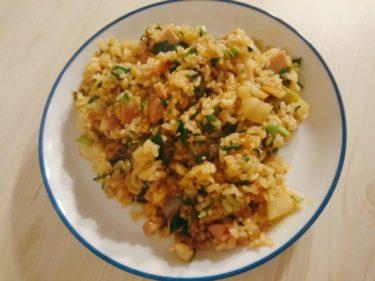 魚肉ソーセージとニラが入ったキムチチャーハン