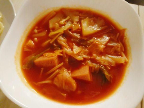 ランチョンミートとトマトジュースのスープ