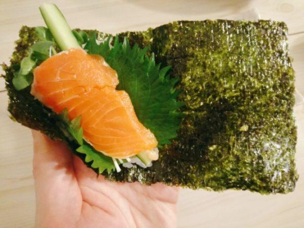 手巻き寿司の巻き方